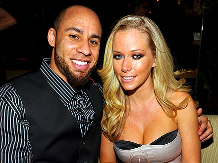 Kendra & Hank Share Mellow Dinner Date with Pals | Hank Baskett, Kendra Wilkinson