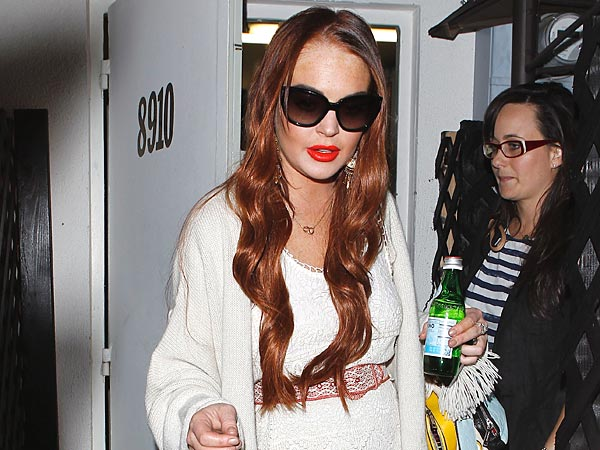 Lindsay Lohan Has a Mellow Night Out with Pals