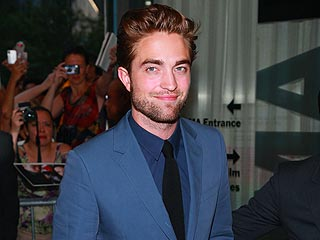 Robert Pattinson Relaxes (and Smiles) at Rooftop Party in N.Y.C. | Robert Pattinson