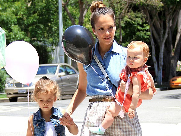 Jessica Alba & Her Daughters Pick the Perfect Pumpkin