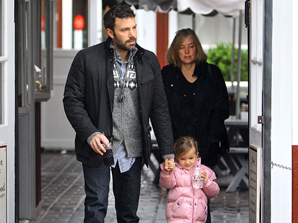 Ben Affleck Grabs a Bite with His Girls