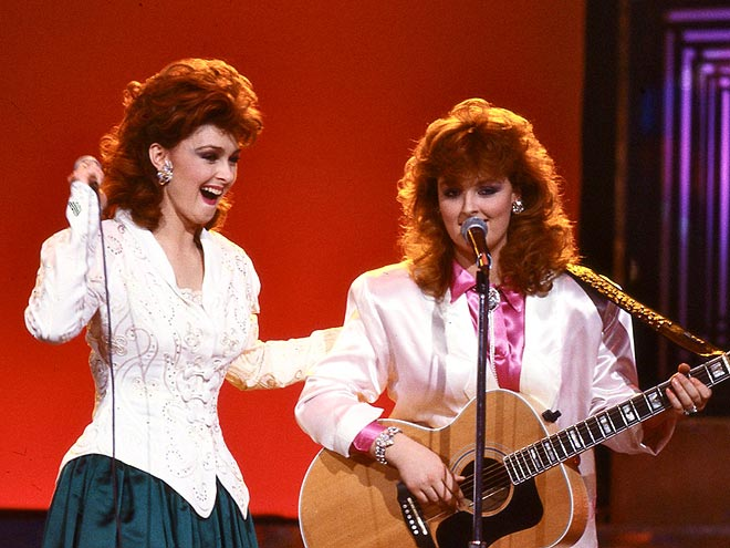 1986: THE JUDDS photo | Naomi Judd, Wynonna Judd