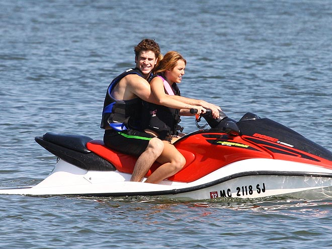 ORCHARD LAKE, MI   photo | Liam Hemsworth, Miley Cyrus