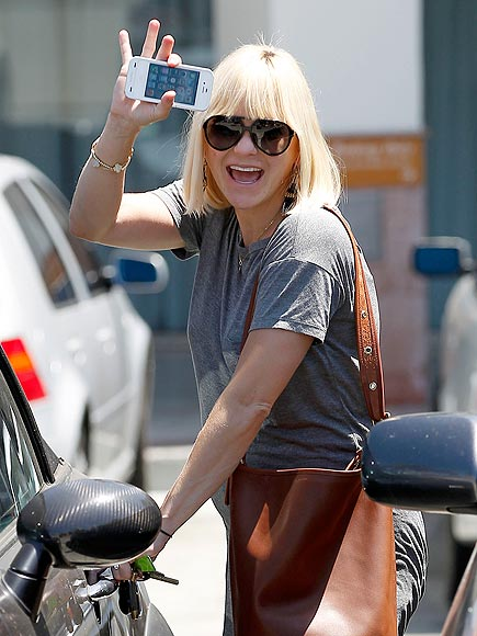 SEXTING  photo | Anna Faris