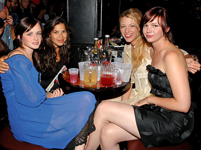 TABLE FOR FOUR photo | Alexis Bledel, Amber Tamblyn, America Ferrera, Blake Lively