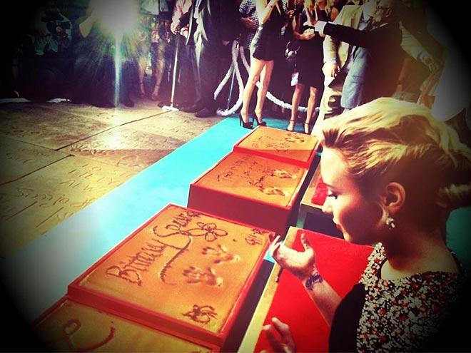 LASTING IMPRESSION photo   Demi Lovato