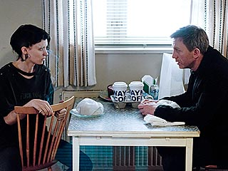 REVIEW: Rooney Mara Completely Transforms in Dragon Tattoo | Daniel Craig, Rooney Mara