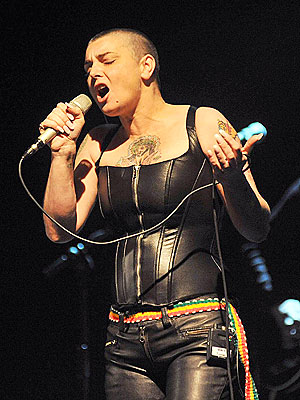 Sinead O'Connor Performs in Skintight Leather: Pictures