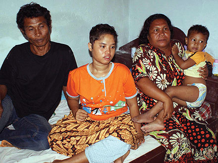 Girl Missing Since 2004 Tsunami Found Alive in Indonesia