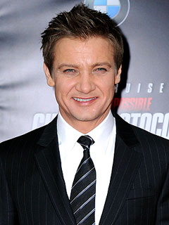 Jeremy Renner Escapes Bar Brawl in Thailand | Jeremy Renner