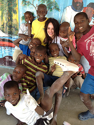 Madeleine Stowe Finds Faith Moving Dead Bodies in Haiti| Celebrity Blog, Revenge, Good Deeds, Madeleine Stowe