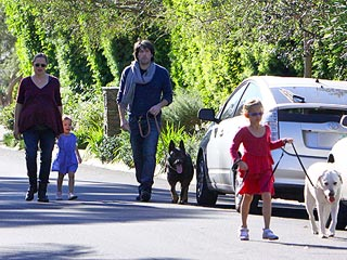All Grown Up! Violet Affleck Walks the Dog | Ben Affleck, Jennifer Garner