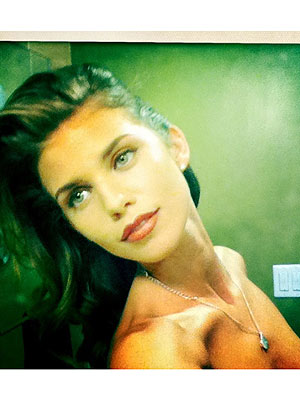 AnnaLynne McCord Naked Picture, Posts Topless Photo Accidentally on Twitter