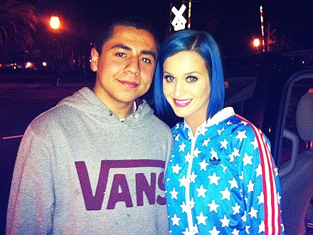 katy perry 0 440x330 Whaddya Think of Katy Perrys Neon Blue Do?