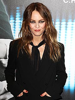 Vanessa Paradis Walks the Red Carpet Solo | Vanessa Paradis