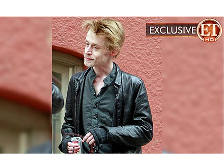 Macaulay Culkin Drops off iPod for Deejay Gig| Scandals & Feuds, Health, New York, Celebrity Scandals, Bodywatch, Macaulay Culkin, Bar / Club / Lounge