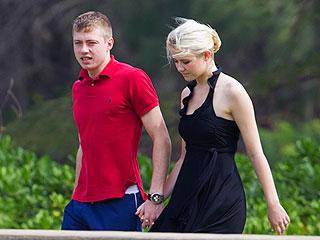 Elizabeth Smart Hand-in-Hand with New Husband   Elizabeth Smart