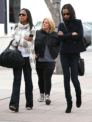Zoe Saldana, Bradley Cooper's Mom Have a Date
