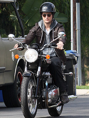 Jennie Garth, Peter Facinelli Divorce: He Rides Without Ring: PHOTO