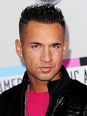 The 35-year old son of father Frank Sorrentino and mother Linda Sorrentino, 180 cm tall Mike Sorrentino in 2017 photo