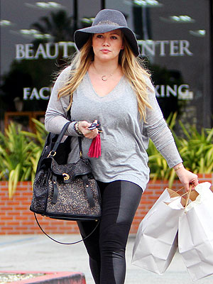 Hilary Duff Picks Up Supplies for Son Luca