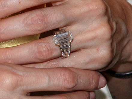Angelina and Brad: See Jolie&#39;s Engagement Ring Up Close!