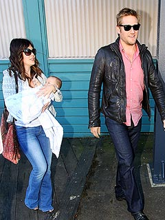 PHOTO: Curtis Stone Brings Son Home to Australia | Curtis Stone, Lindsay Price