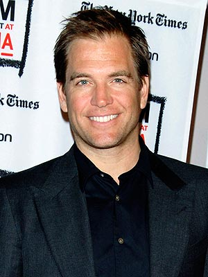 Michael Weatherly Gives Fan a Foot Massage