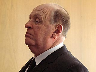 PHOTO: Do You Recognize Anthony Hopkins as Alfred Hitchcock?