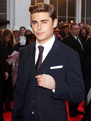 Zac Efron Hand Injury at British Premiere of The Lucky One: Picture