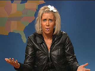 Very Hot! Watch Kristen Wiig as the &#39;Tanning Mom&#39;