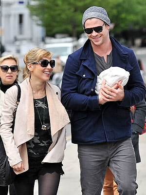 Spotted: Chris Hemsworth Steps Out with His Lovely Ladies ...