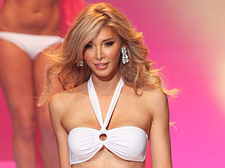 PHOTO: Transgender Miss Universe Contestant Shows Off Bikini Body