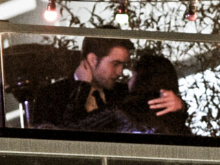 Kristen Stewart & Rob Pattinson Share a Kiss in Cannes | Kristen Stewart, Robert Pattinson