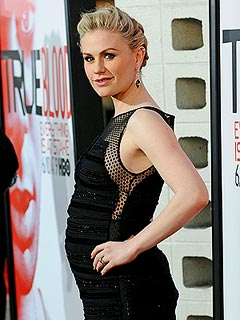 PHOTO: See Anna Paquin's Growing Baby Bump | Anna Paquin