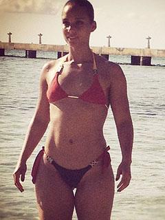 PHOTO: Alicia Keys Flaunts Fit Physique in a Bikini | Alicia Keys