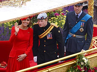 Fashionable Royal Family Floats Down Thames for Jubilee Pageant | Kate Middleton, Prince Harry, Prince William