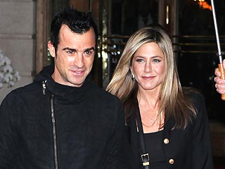 Jen & Justin's Paris Trip Continues – with Pasta & Shopping | Jennifer Aniston, Justin Theroux