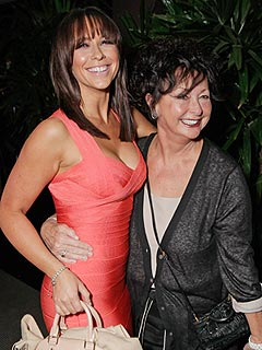 Jennifer Love Hewitt's Mother Dies | Jennifer Love Hewitt