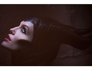 FIRST LOOK: What Do You Think of Angelina Jolie As Evil Sorceress Maleficent? | Angelina Jolie