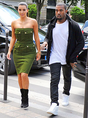 Kim Kardashian and Kanye West Paris Photo