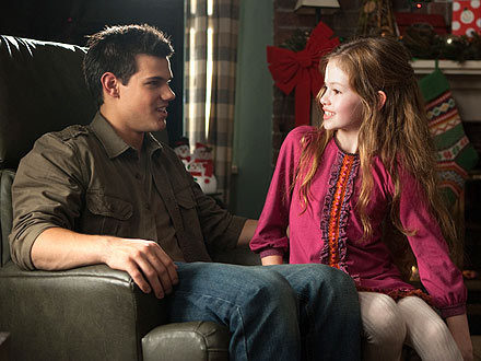 Breaking Dawn Part 2: See Jacob Meet Renesmee | Taylor Lautner