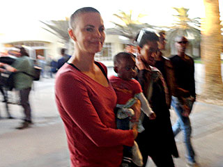 PHOTO: See Charlize Theron&#39;s Shaved Head | Charlize Theron