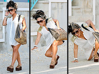 Girl Needs Some Flats! Pregnant Snooki Takes a Tumble in Her Platforms (Photos) | Nicole Polizzi
