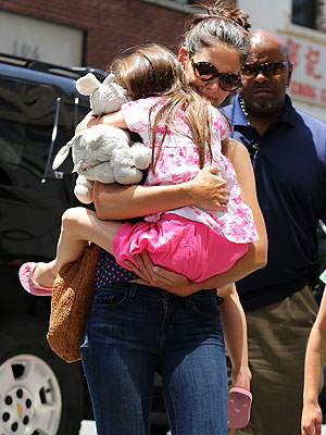 Katie Holmes Takes Suri to the Art Museum