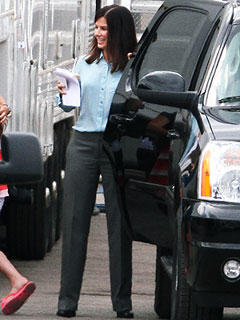 PHOTO: Is Sandra Bullock Packing Heat on the Set of Her New Movie? | Sandra Bullock
