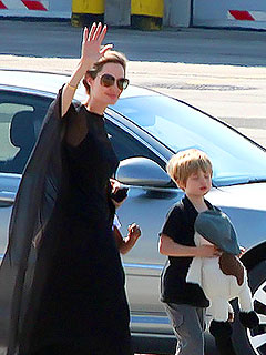 Angelina Greets Her Fans in Bosnia | Angelina Jolie