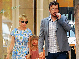 PHOTO: Michelle Williams Takes Her Daughter Shopping with Jason Segel | Jason Segel, Michelle Williams