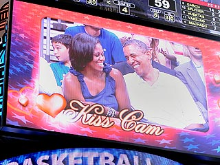President Obama and First Lady Michelle Obama Caught By Kiss Cam| Sports, Barack Obama, Michelle Obama