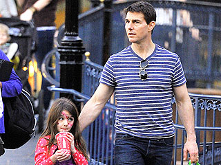 Suri Cruise Jets to U.K. for Quality Time with Dad